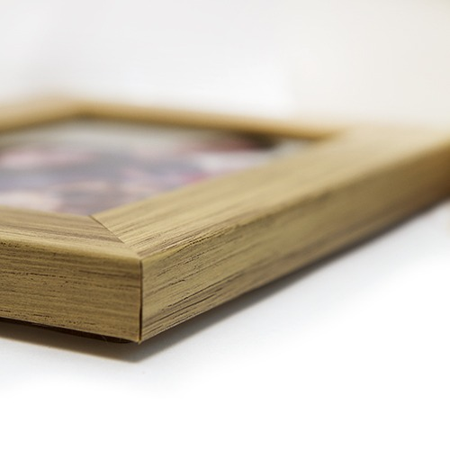 oak 6x4 picture photo frame closeup